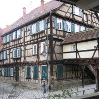 Nonnenhaus - längstes Fachwerkhaus der Altstadt von 1488, Пфорзхейм