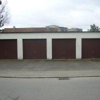 vier Garagen in Braun, Рютлинген