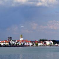 Bodensee, Blick auf Friedrichshafen mit Zeppelin, Фридрихсхафен