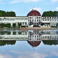 Parkhotel Bremen mit Hollersee im Bürgerpark - (C) by Salinos_de HB, Бремен