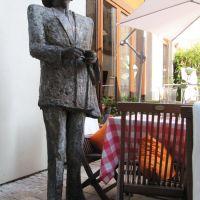 Ein Denkmal für den Knoblauchkönig, Висбаден