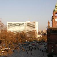 Quarter past three on a sunny December afternoon in Wiesbaden Bahnhofplatz, Висбаден