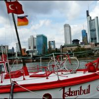 Istanbul in Frankfurt - Eine schwimmende Pommesbude - [By Stathis Chionidis], Франкфурт-на-Майне