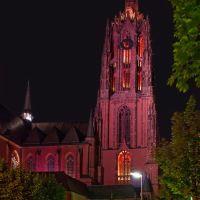 Der Kaiserdom St. Bartholomäus in Frankfurt am Main bei Nacht., Франкфурт-на-Майне