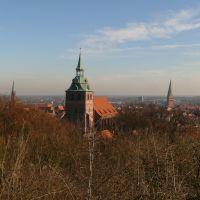 Lüneburg vom Kalkberg aus v.l.-n.r.: Nicolai. - Michaelis. und Johanniskirche - Wasserturm -, Лунебург