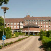 Nordhorn - Das ehemaliges Marienkrankenhaus. Jetzt wird die Küche von der Diakonie, ein Anbau als Ärztehaus und ein Teil der Gebäude als Alten- und Krankenpflegeschule genutzt. Zusätzlich soll hier ein Pflegezentrum mit betreutem Wohnen und Altenpflege en, Нордхорн