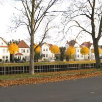Oldenburg Kanalstraße/Uferstraße/Bäume in Herbstfärbung, Олденбург