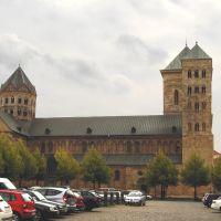 Ganz in der Nähe vom Rathaus steht der Dom von Osnabrück, Оснабрюк
