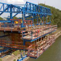 Worms: neue Rheinbrücke 7/15 - Blick in den Hohlkasten und den Freibvorbauwagen des Vortriebes von der hessischen Seite., Вормс