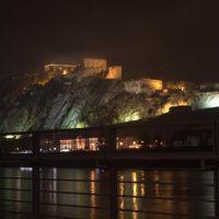 Vista de la fortaleza de Coblenza (Koblenz) de noche con niebla, Кобленц