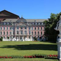 Kurfürstliches Palais vor Palastaula, Trier, Трир