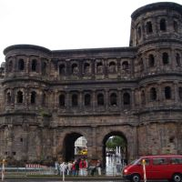 Porta Nigra (sight from the street), Трир