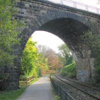 Witten:Ruhrtal-Radweg und Eisenbahn-Viadukt, Виттен