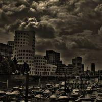 under clouds, Дюссельдорф