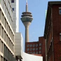 ¤{B} -Düsseldorf der Fernsehturm im Mittelpunkt, Дюссельдорф