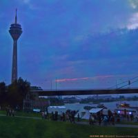 GER Duesseldorf [Rhein] Rheinturm & Rheinufer {in the blue hour} by KWOT, Дюссельдорф