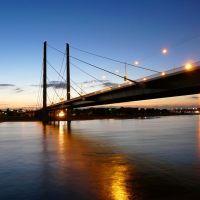 Düsseldorf-Rheinkniebrücke-Abendstimmung, Дюссельдорф