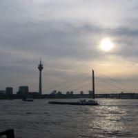 Rijnkniebrug en TVtoren, Düsseldorf, Дюссельдорф