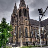Die Solinger St.-Clemens-Kirche erhielt in den 60er Jahren ihre Betonspitzen. St. Clemens ist der Schutzpatron der Stadt Solingen, Золинген