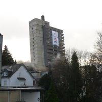 Am 18. Dezember 2011 um 14.19 Uhr bringen etwa 100 kg Sprengstoff das 68 m hohe ehemalige Solinger Turmhotel zum Einsturz. Die Sprengung war ursprünglich für 13.00 Uhr geplant, musste aber aufgrund von Schwierigkeiten bei der Evakuierung und Problemen mit, Золинген