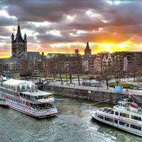 Barcos en el Rhin. Colonia. Alemania, Кёльн