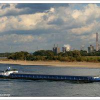 Rhein-Schifffahrt bei Krefeld-Uerdingen - Hüttenwerke Duisburg, Крефельд