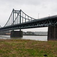 Rheinbrücke - Blick auf Krefeld-Uerdingen, Крефельд