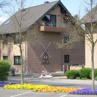 Haus mit Mühlenrelief, Нидеркассель
