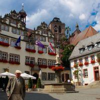 Rathaus und Lullusbrunnen in Bad Hersfeld., Бад Херсфельд