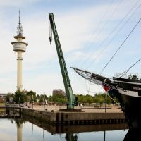 Radarturm und Teil des Museumshafens, Бремерхафен