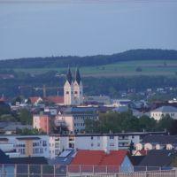 Die zwei Türme von St. Josef in Weiden in der Oberpfalz in der Dämmerung., Вайден