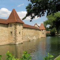 Stadtmauer mit Seeweiher in Weißenburg, Вайсенбург