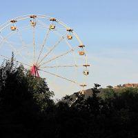 Riesenrad am Volksfest mit Wülzburg im Hintergrund, Вайсенбург