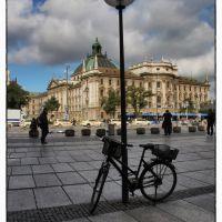 Jai laissé mon vélo près du Ministère Bavarois pour la protection de la Justice et de la Consommation ... mais ... après la réunion de travail, je le reprends, Мюнхен