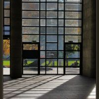 À travers la porte dentrée de lAlte Pinakothek, Мюнхен