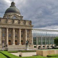 Bayerische Staatskanzlei mit Denkmälern (München), Мюнхен