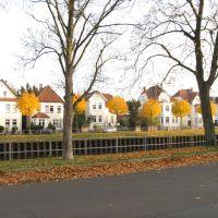 Oldenburg Kanalstraße/Uferstraße/Bäume in Herbstfärbung, Ольденбург