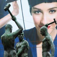 Kolmen sepän patsas muotoillun Felix Nylund - Three smiths by Felix Nylund, Хельсинки