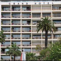 Cannes, GRAND  HOTEL,.....der Mann im gestreiften Polo!, Канны