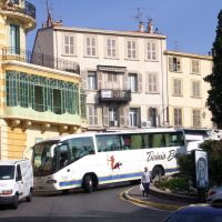 Cannes - A traffic meeting with one Bus, one transporter, and 200 cars (mazing throughout the city :), Канны