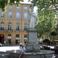 Aix en Provence - Cours Mirabeau - statue du Roi René, А-ен-Провенс