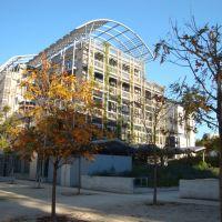 Jardin Biopark (créé en 2007), façade végétalisée, Иври