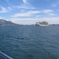 Traversée La Seyne-Toulon, bateau de croisière en escale., Ла-Сен-сюр-Мер