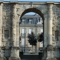 La porte de Mars (dates from the third century AD, and was the widest Arch in the Roman World) in Reims, Реймс