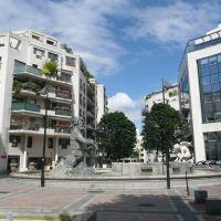 Boulogne-Billancourt - Place des Ailes, la fontaine Neptune, Женневилльер