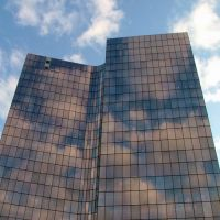La Défense: reflets de nuages sur la tour Manhattan, Курбеву
