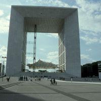 Grande Arche de la Défense, Курбеву