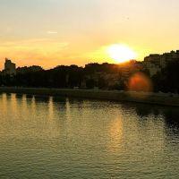 jolie aberration sphérique du soleil couchant sur la Seine, Левальлуи-Перре