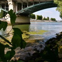 Sous le pont de Levallois, Левальлуи-Перре