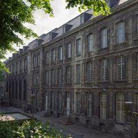 Bâtiment à côté de Notre Dame Arras, Аррас